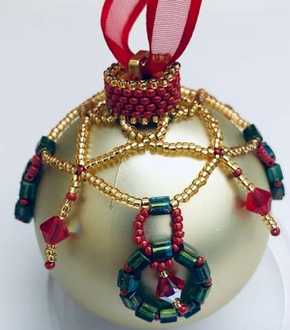 Holiday Wreath Cover by Valerie Catallozzi©2019, Holiday, Christmas, Wreath, Ornament, Peyote, Right Angle Weave, Bead Weaving class