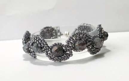 Scalloped Pearls by Valerie Catallozzi©2021, Bead Weaving Class, Brick Stitch